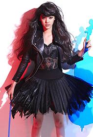 欧阳娜娜音乐主题个人写真 时尚潮流显俏皮可爱