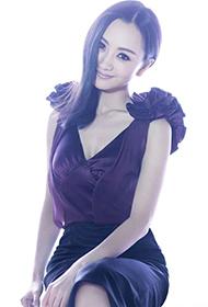 云中歌演员杨蓉深V裙尽显慵懒女人味