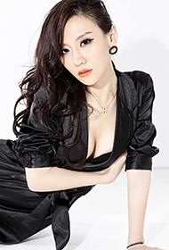 平面模特陈馨宇丰满上围性感写真