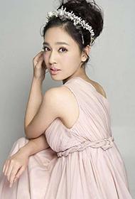 美女明星王奕瑾穿长裙拍写真图片