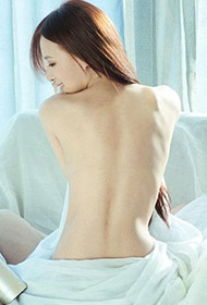 半裸韩国美女性感人体艺术写真