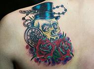 头顶红玫瑰骷髅纹身图片