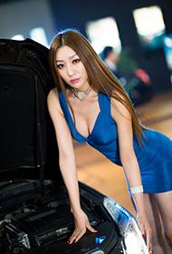 性感车模车展秀出迷人大长腿