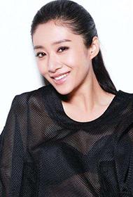 刘思彤镂空透明罩衣秀玲珑身材