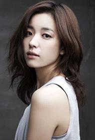 韩国美女演员韩孝周尽显优雅大方