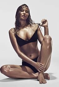 詹妮弗·劳伦斯魅惑撩人湿身写真