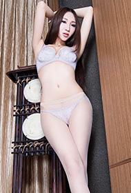 美腿女神Miki内衣写真秀细长玉腿