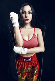 长发美女苏梓玲化身超性感拳击手