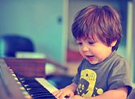 甜美活泼的混血可爱宝宝图片