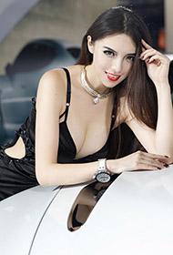 美女车模车展上的长腿魅惑写真