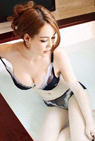 台湾美女模特浴室妩媚写真照