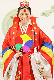 中国内地女星黄小蕾温柔韩式婚纱写真照
