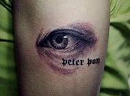 手臂栩栩如生的眼睛纹身图片