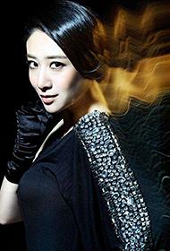 刘思彤霸气黑色长裙光影魅力写真