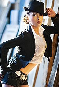 美女模特短衣短裤写真火辣帅气