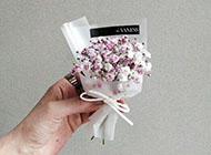 手拿花的唯美浪漫意境图片