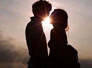 非主流阳光甜蜜情侣图片