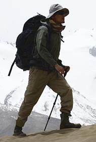 胡歌行走的力量 登高山男人魅力十足