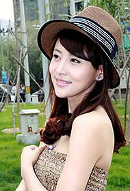 贾青清晰长裙尽显清纯可人街拍