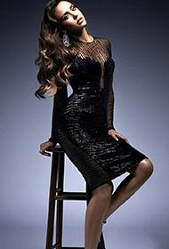 杰西卡·阿尔芭优雅长裙大展女王气质
