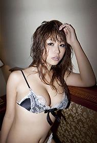 日本狂野美女内衣私房野性迷人