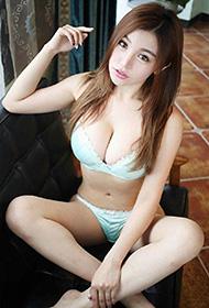 嫩模刘娅希私房内衣诱惑写真