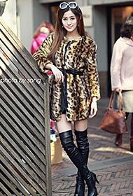 时尚女郎街头豹纹时装秀带领潮流