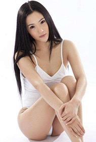 平面模特刘子希变身性感芭蕾舞者