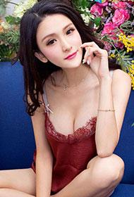 中国性感女神吕诗茗唯美花房写真