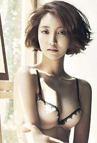 韩国女星高俊熙内衣写真大秀事业线