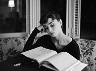 黑白欧美范妩媚气质女生图片