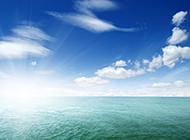 蓝天白云下美丽的大海风景图片