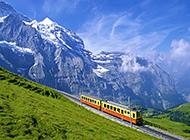 常年积雪的阿尔卑斯山脉远景图片