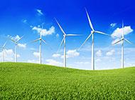草地上好看的风车图片