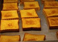 最新现烤方块面包摄影图片
