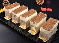 松软的巧克力慕斯蛋糕图片