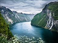 超高清的挪威峡湾风光壁纸