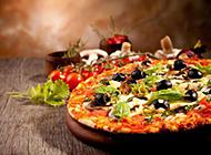 新鲜出炉的披萨图片素材