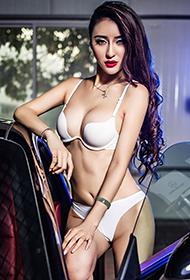 中国车展模特霍霍白色内衣人体写真图片