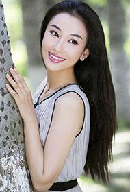 中国清新气质女星朱子岩初秋户外写真