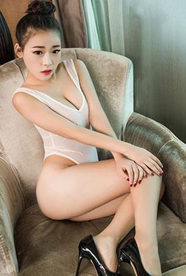 白皙美女小梦高清性感人体艺术图片