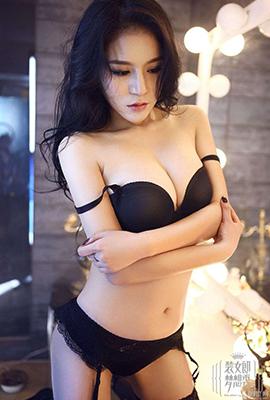 妩媚野性女郎冯露瑶室内写真照