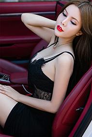 车模布莱尔昆娜户外性感写真