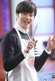 韩国帅气男星丁一宇《星厨驾到》秀厨艺
