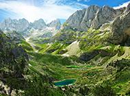 唯美的古堡与山脉高清图片