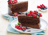 诱人的樱桃黑森林蛋糕图片