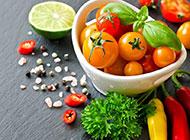 碗里新鲜的番茄高清图片