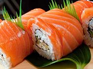 美味的芝士三文鱼寿司图片
