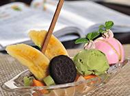 冰凉爽口的香蕉船冰淇淋图片