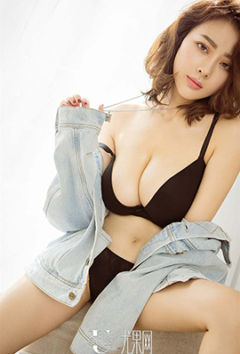 短发美女Miss爱菲儿性感内衣高清图片